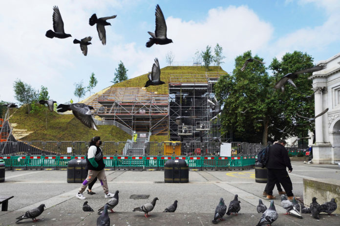 London's new $2.78M tourist attraction slammed, refunds offered