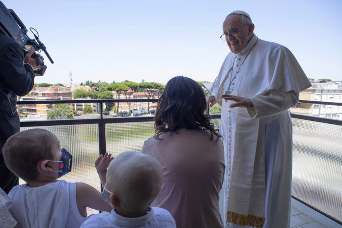 Pope Francis seen for first time since intestinal surgery