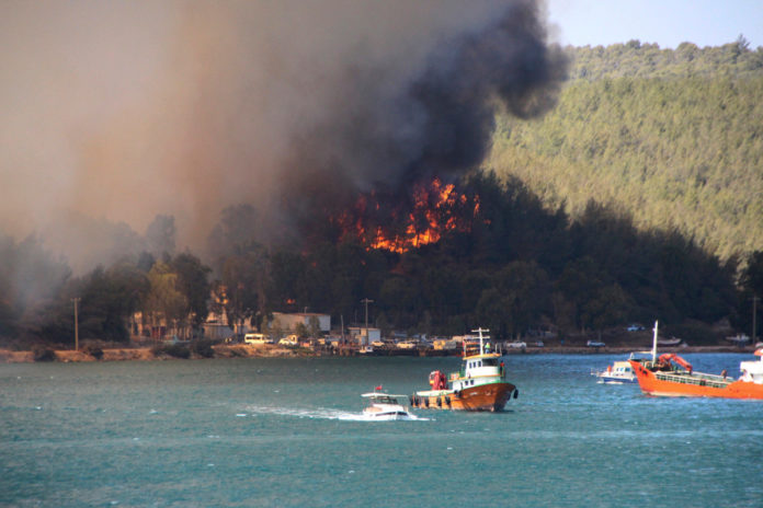 Tourists evacuated as fires rage in Turkey and Italy