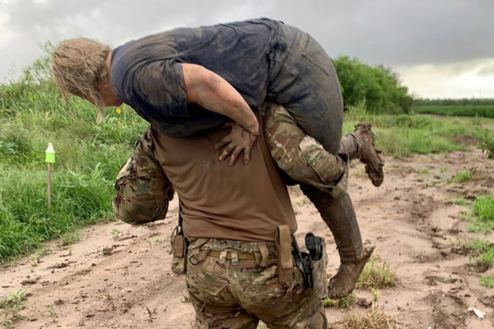 Hero border agent carries injured migrant to safety