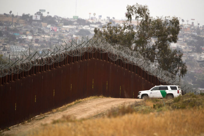 Border Patrol agent admits accepting bribes from human smugglers