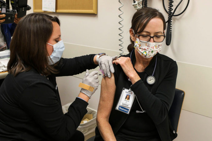 St. Louis County urges masks regardless of vaccination status