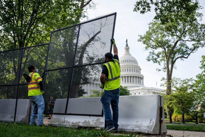 Last layer of Capitol fencing removed