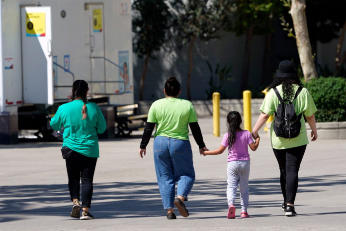 More than 800 unaccompanied kids stopped at southern border