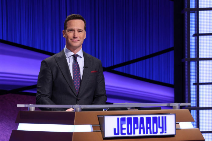 'Jeopardy!' host Mike Richards apologizes for sexist comments