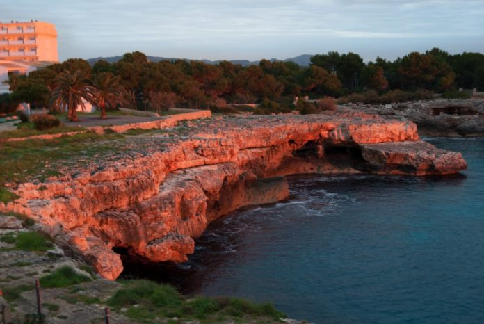 Two Americans fall to their deaths while rock climbing on Spanish island