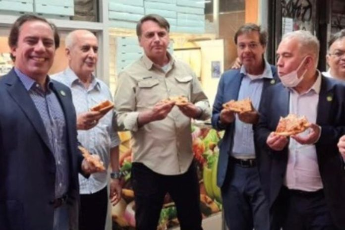 Brazil's unvaccinated president eats pizza on NYC sidewalk