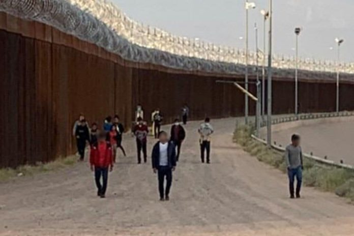 Record number of migrant kids left at Texas border this year