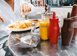Quitting smoking leads to eating more junk food, weight gain: study