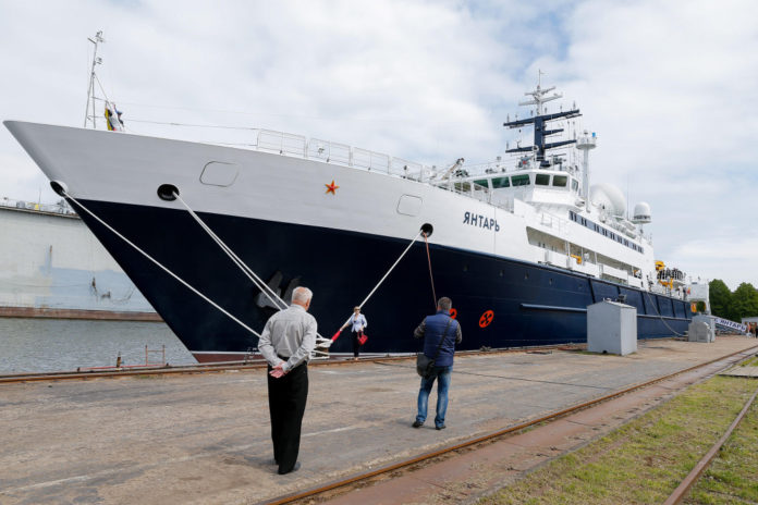Russian spy ship that can 'cut undersea cables' spotted in English Channel