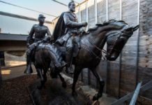 Removed statue of Robert E. Lee resurfaces at Texas resort