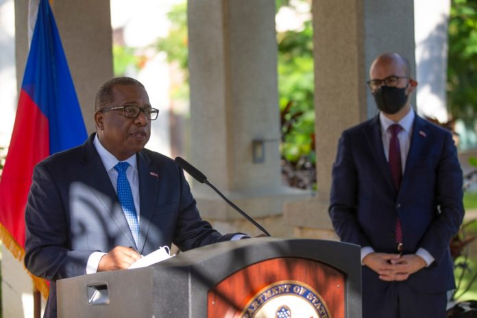 Top US official apologizes to Haiti for treatment of migrants