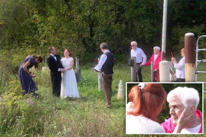 Upstate NY couple marries at Canadian border at Quebec crossing