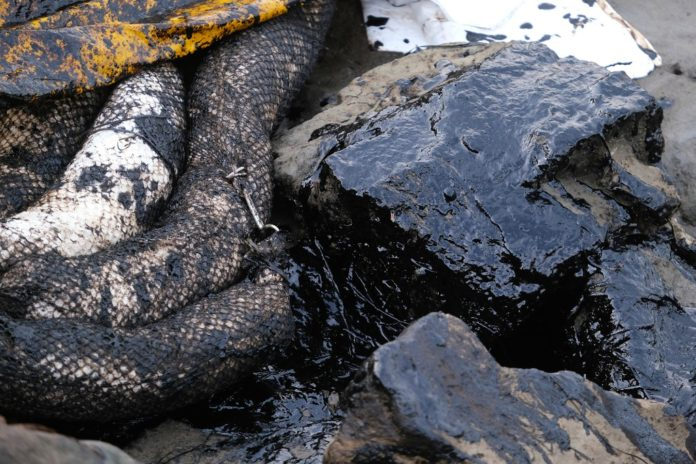 Officials knew about California oil spill before public was notified