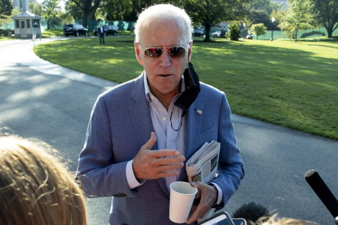 Biden urges more vaccinations as US COVID-19 death toll passes 700K