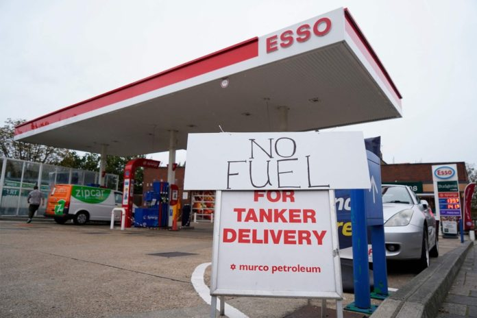 UK soldiers called in to drive trucks amid fuel shortage